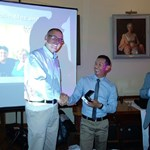 Club Captain, Barry Smith presenting Chantha Kong with Lowest score of the Year